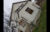 MH360, Pákozdon felújítandó téglaépítésű családi ház eladó.